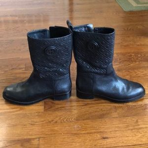 Tory Burch boots with quilted leather.